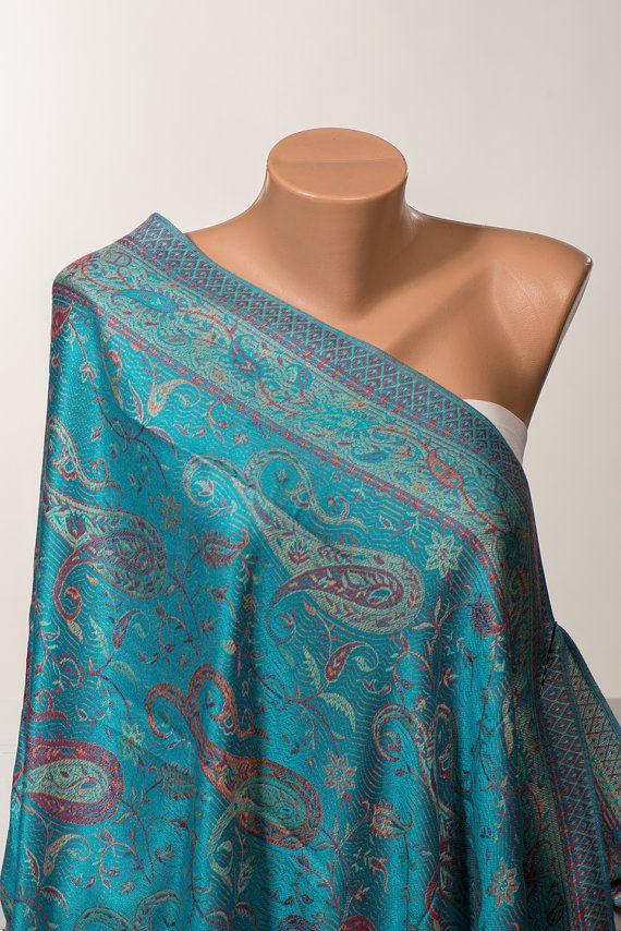 Paisley Pashmina Châle Wrap...  Côté double utilisable ***  Le foulard en soie douce et aycrilic mélange de tissu...  Vous pouvez lutiliser tous les jours et eveywhere...   Sil vous plaît laver à la main avec accueil chaleureux.  Apprx. : Longueur 190 cm (74 cm) Largeur 75 cm (29 po)  https://www.etsy.com/shop/scarfstore2012?ref=l2-shopheader-name