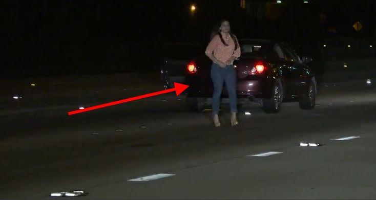 Kobieta parkuje samochód na środku autostrady i biega po niej w szpilkach. Pytanie brzmi: Gdzie jest jej rozum?