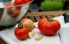 Passierte Tomaten - lassen sich ganz einfach selbst machen. EIngekocht im Glas bleiben sie über Monate haltbar, praktisch und lecker - der Sommer ins Glas.