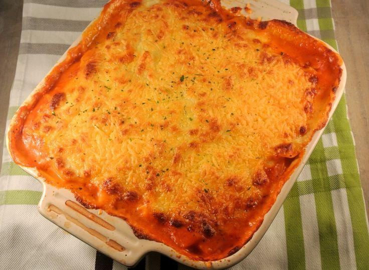 Aardappel lasagne met aardappel, (veggie) gehakt, tomatenpuree, tomaat, passata, ui, kaas, bechamelsaus