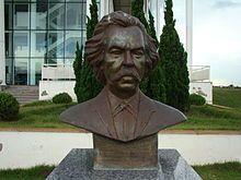 CARLOS GOMES. Busto em Homenagem a Carlos Gomes Em Frente ao Teatro Municipal de Paulinia
