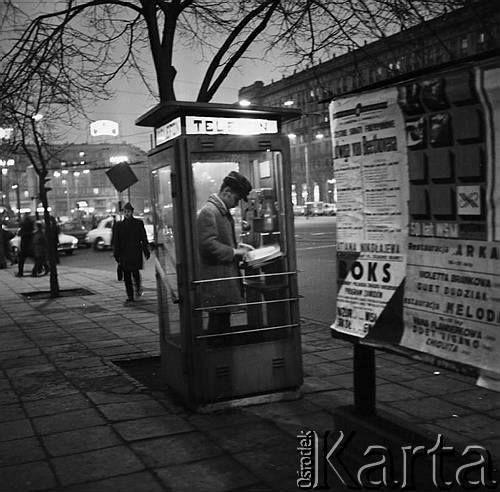 Marszałkowska- 1972 r. Fot. Jarosław Tarań. źródło Ośrodek Karta https://www.facebook.com/ABCWarszawy/photos/a.1417972585112032.1073741826.1417970898445534/1678779665697988/?type=3&theater