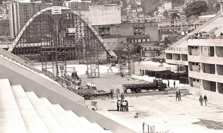 A construção da Praça da Apoteose, em 19 de fevereiro de 1984 Jorge Peter / Agência O Globo