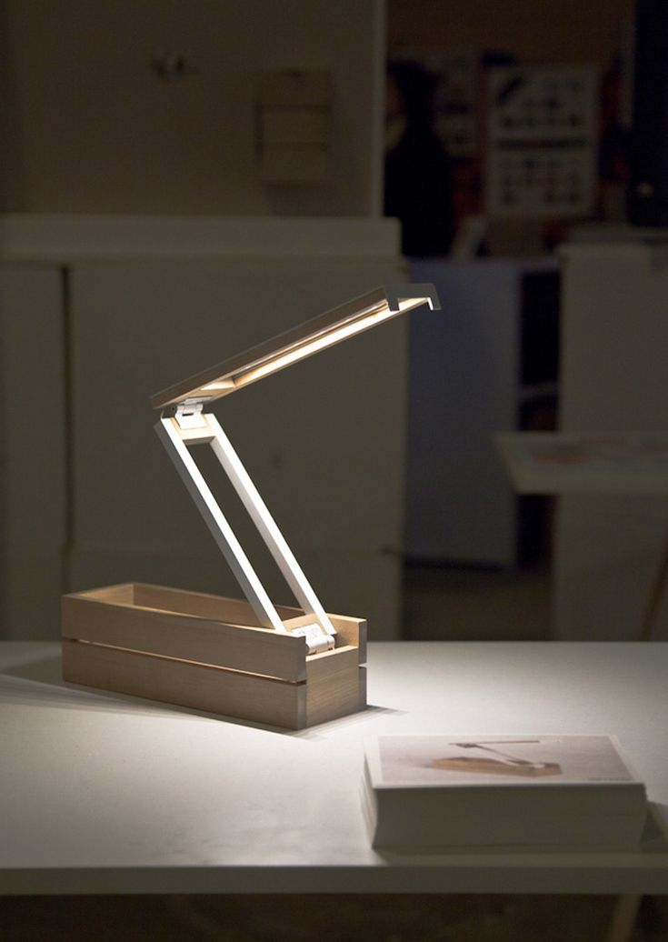 Sweet collapsible desk lamp.