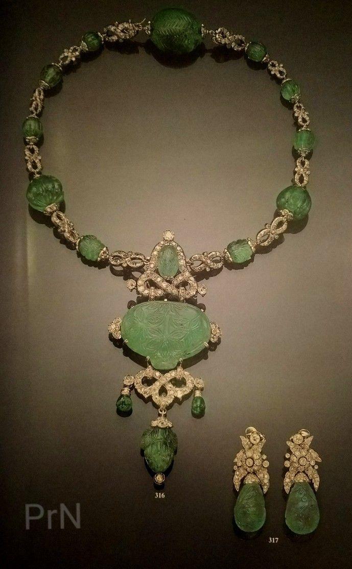 Collar de esmeraldas de la Infanta Beatriz. Regalo de bodas de la Nobleza catalana.
