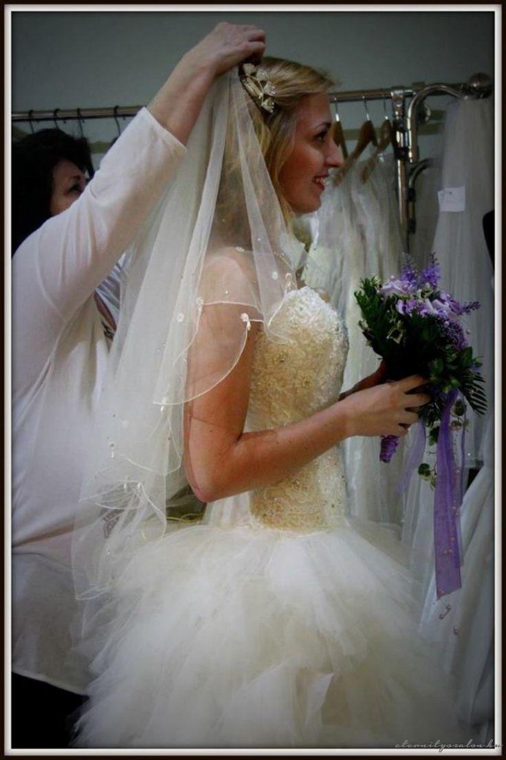 Bia tüll menyasszonyi ruha