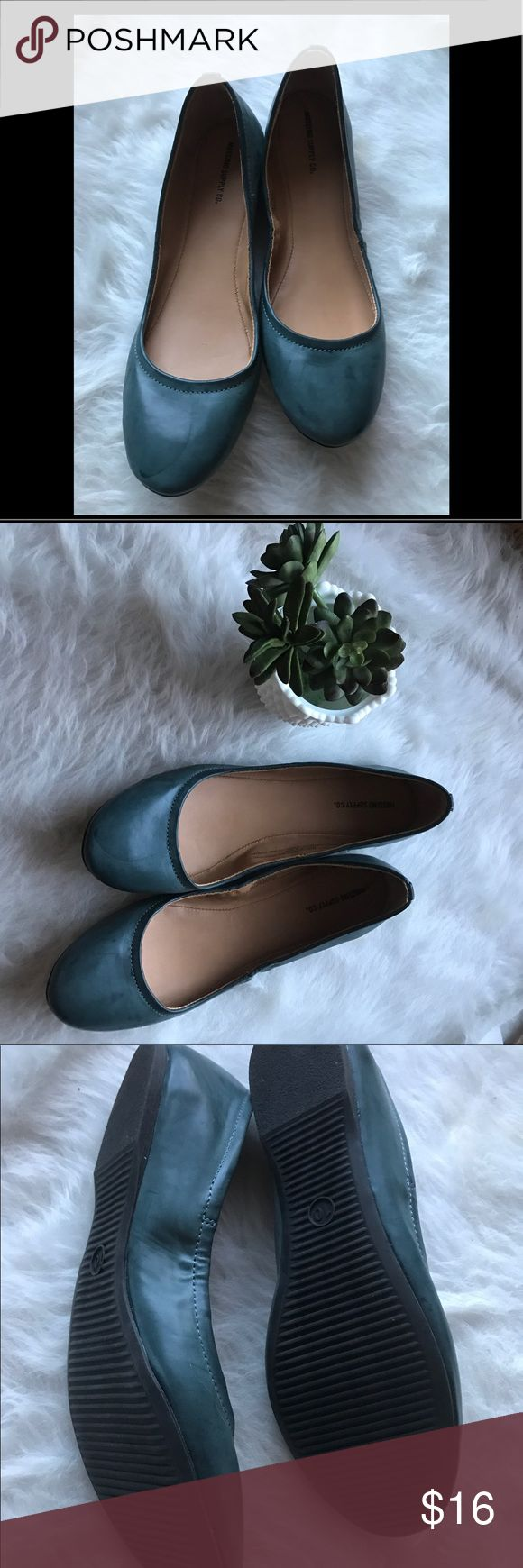 Mossimo Supply Co. round toe blue gray flats Mossimo Supply Co. round toe blue gray flats. Excellent condition professional casual flats. Versatile and a wardrobe staple. Pair with dress, skirt or ankle crop pants! Mossimo Supply Co. Shoes Flats & Loafers
