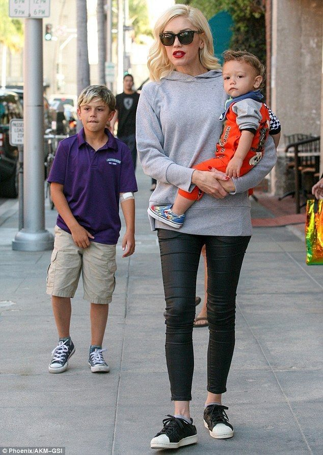 Hey baby! Gwen Stefani takes her three sons on a shopping spree - Celebrity Fashion Trends