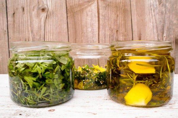 jak robić oleje ziołowe, przepis na olej rozmarynowy, olej zwalczający bóle stawowe oraz olej na problemy ze skórą