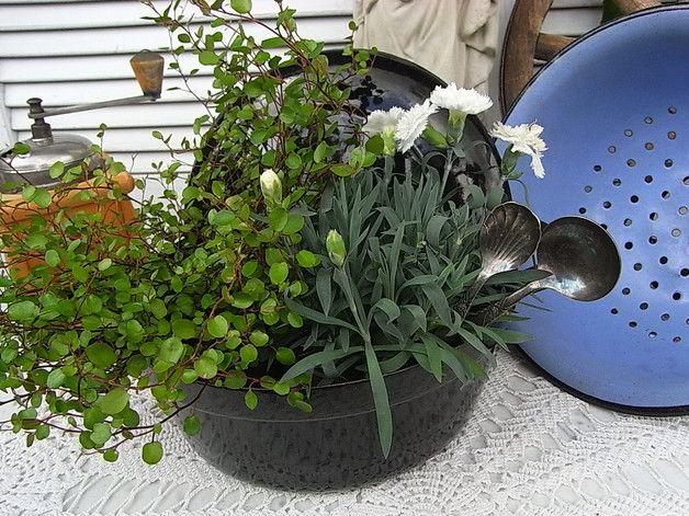 Vintage Blumentöpfe - vintage Emaille Topf Übertopf shabby chic Deko - ein Designerstück von artdecoundso bei DaWanda