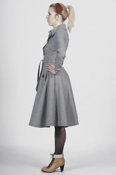 Manteau Sherlock Holmes ZAWANN steampunk rétro vintage, coupe patineuse cintré à la taille 2 poches avec rabats parenthèses. fermeture par boutons fan