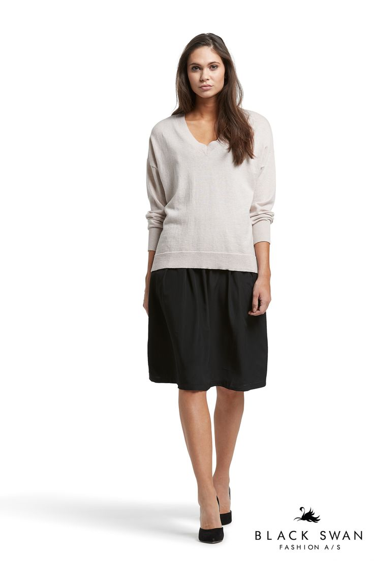 Lovely skirt with elastic waistband and soft knitted sweater. Black Swan Fashion SS17