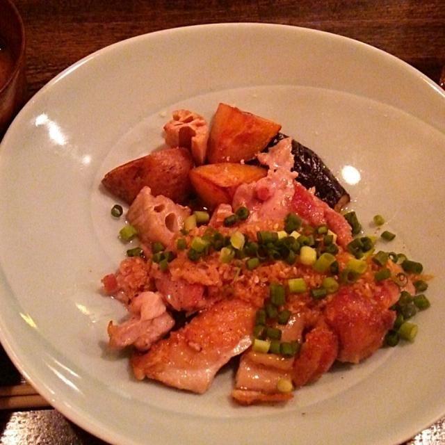 賄い飯♪ 大山鶏の塩焼き ジンジャーソース、根菜ごろごろ、サラダ、大粒納豆とろろ芋、味噌汁、雑穀飯。 美味しゅうございました。( ´∀`) - 27件のもぐもぐ - 賄い飯♪ 大山鶏の塩焼き ジンジャーソース、根菜ゴロゴロ、 by Gauche Suzuki