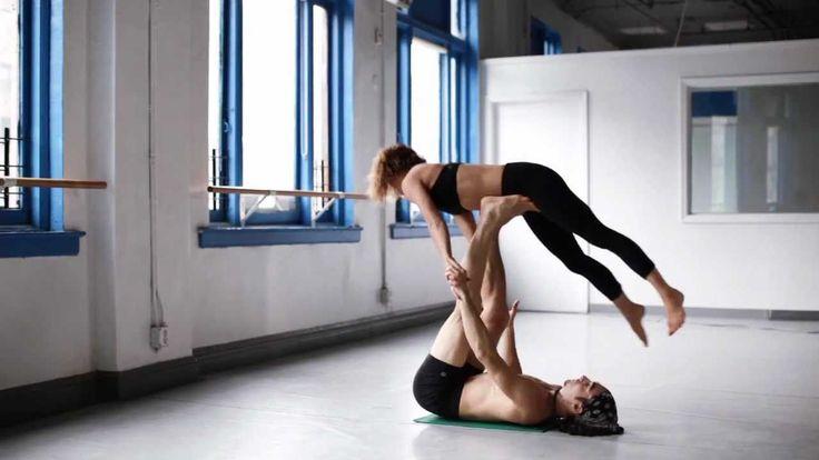 Parets imponerande uppvisning av avancerad Acro Yoga gör mig alldeles hänförd!