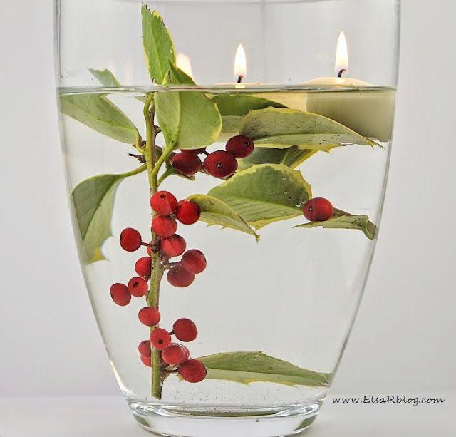 decoratie, diy, kerst decoratie, hulst,Super leuke en eenvoudig manier om een sfeer te creëren voor kerst.Een vaas met water en losse takken hulst en drijfkaars.  Je kunt kiezen voor een grote vaas of verschillende vaasjes (grote, kleine) of 3 de hetzelfde bij elkaar, ook heel leuk.