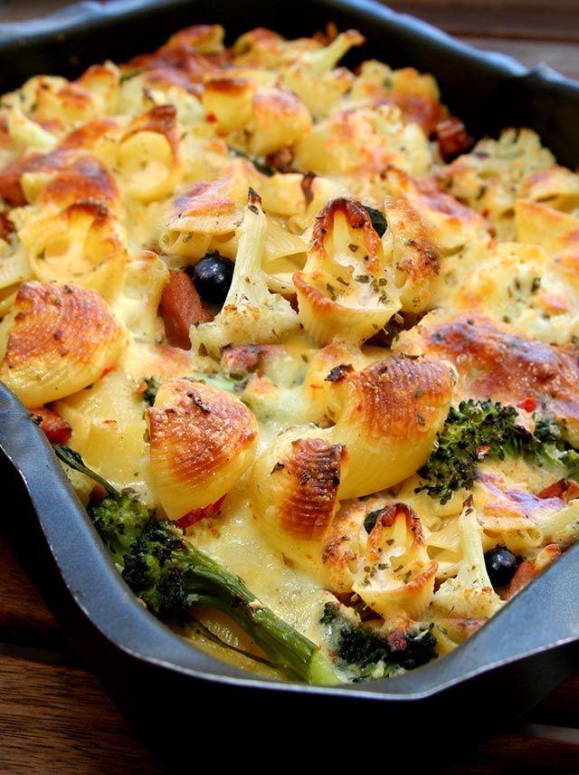 Pastagratäng med falukorv och broccoli