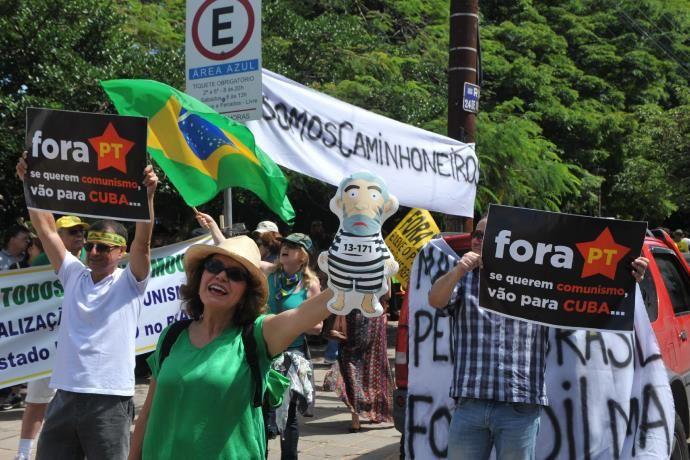 Brigada Militar (BM) quer evitar encontro de manifestantes contra Dilma e pró-Lula em Porto Alegre