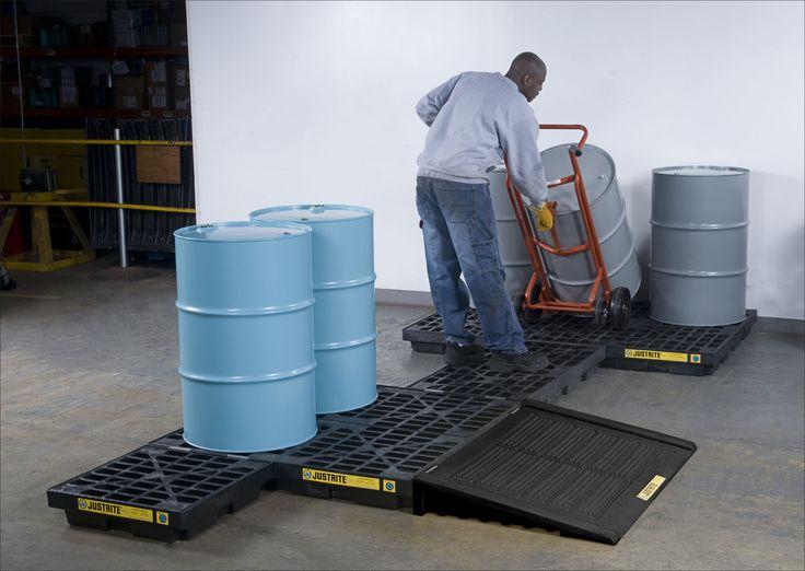 Samodzielnie wykonujemy metalowe podłogi robocze pod indywidualny wymiar i zapotrzebowanie klienta. Sami projektujemy, montujemy zabudowując podłogami roboczymi nawet najbardziej skomplikowane powierzchnie magazynowe.