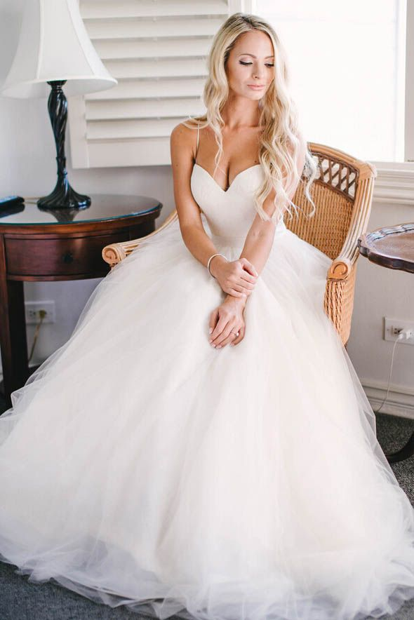 ivory spaghetti straps sweetheart neck tulle wedding dress