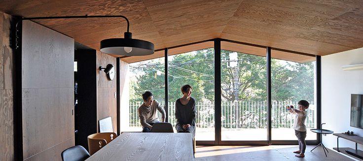 シンプル&クール三角に象られた天井のもと一体感をもって暮らす