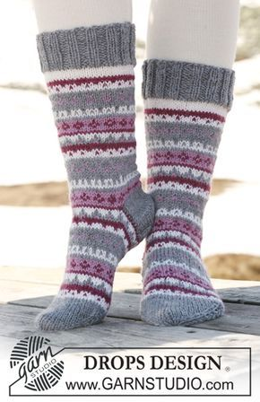 """Stickade DROPS sockor med mönster i """"Karisma"""". Gratis mönster från DROPS Design."""