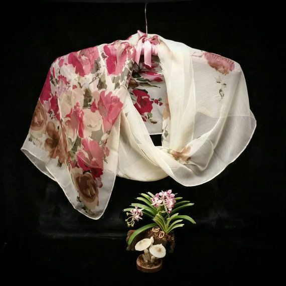 Sciarpa di chiffon, fiori rosso-vaniglia stampa Vedi pura di sciarpa di chiffon rosso floreale rettangolo attraverso sciarpa, sciarpa della mamma sotto i 10 dollari