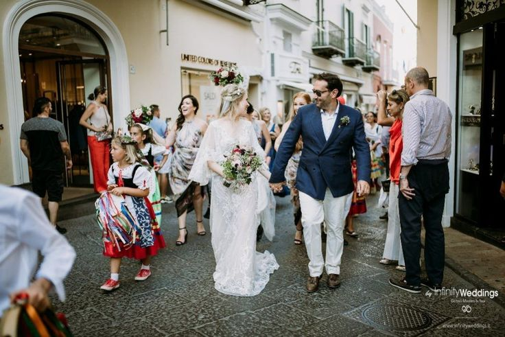 Capri, the famous & glam Italian island, is the perfect frame for an unforgettable Destination Wedding! #capri #destinationwedding #weddingplanner #weddinginitaly #brideandgroom