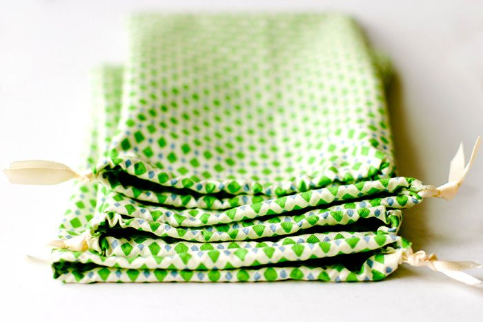 15 minute gift bags - Petite Purls - made tons of these to wrap Christmas presents