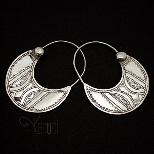 Contemporary silver earrings from the Tuareg people of Niger | 59€