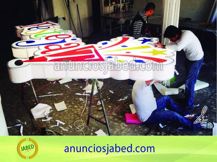 Anuncio luminoso para salón de fiestas infantiles. Somos fabricantes, por eso te podemos dar los precios más económicos en letreros luminosos, Contamos con servicio de diseño, fabricación e instalación en cualquier parte de México.