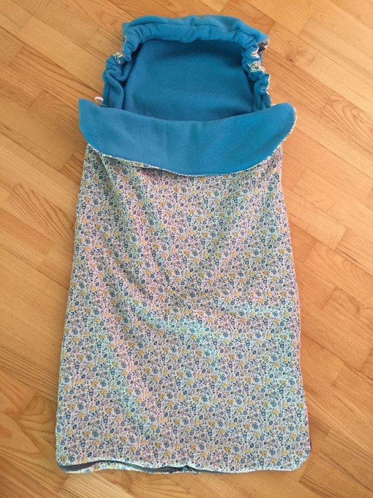 Sommer kørepose lavet efter denne hjemmeside http://bare-prat.blogspot.com/2008/10/buggy-snuggle-snggelbggel-sy-selv.html?m=1 Med er par tweeks