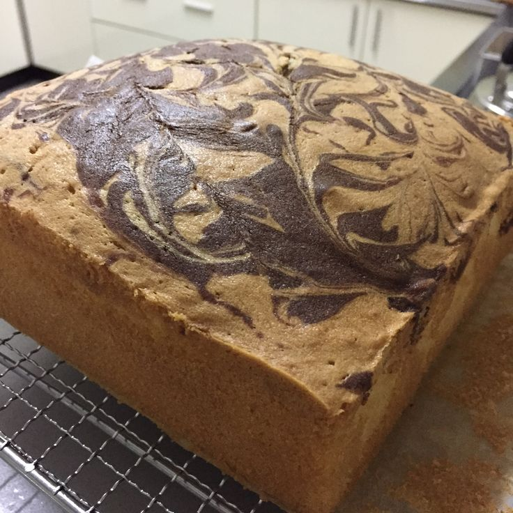 Marble Cake using Kerlyn Ng's method of preparation INGREDIENTS: 230g unsalted butter at room temperature 160g fine sugar 2 teaspoons vanilla extract 4 eggs (65g) 40g milk 200g self raising f…