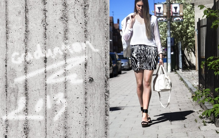 Style of the Week - Tintin Style, shorts from by Malene Birger, blazer from Lexington, bags, wallet and shoes from See by Chloé.