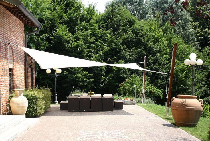 Addossate alla parete con cassonetto o montate su strutture libere, le tende da…