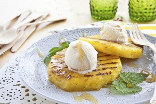 """750g vous propose la recette """"Ananas grillé au barbecue et sa glace"""""""