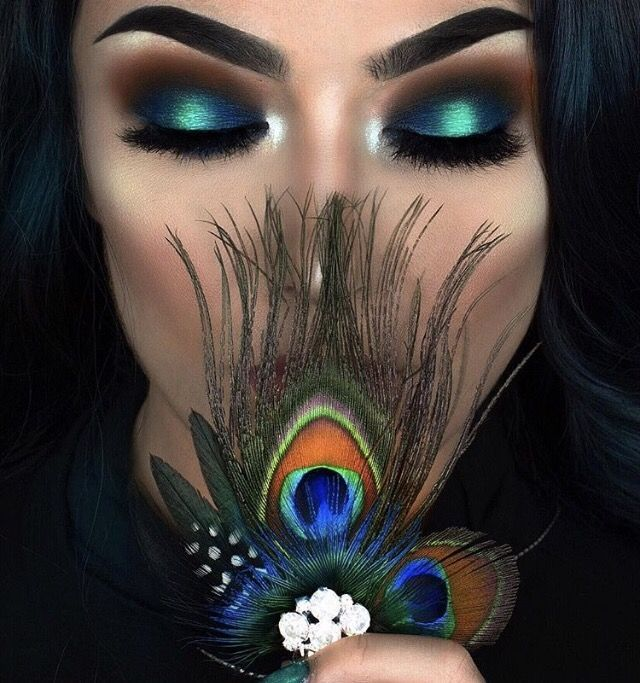 Dramatic Peacock Feathers Flowers Bridal Bouquet Purple: Peacock Inspired Dramatic Eye Makeup Ideas