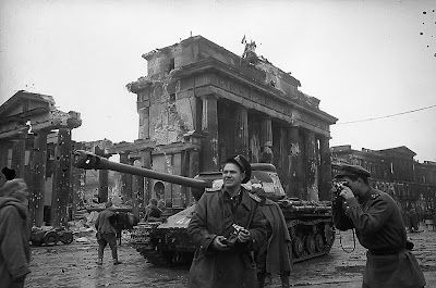 May 1945: Russian Soldiers Photograph Themselves At The Brandenburg Gate