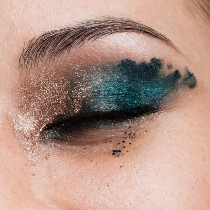 Double-up Metallishadow in AquaNova and Inside Track Eye Kajal in Twisted Teal/Tarnished Gold for hyper-pigmented, peacock-feather lids. #rebeleyes #trendingatsephora @sephora