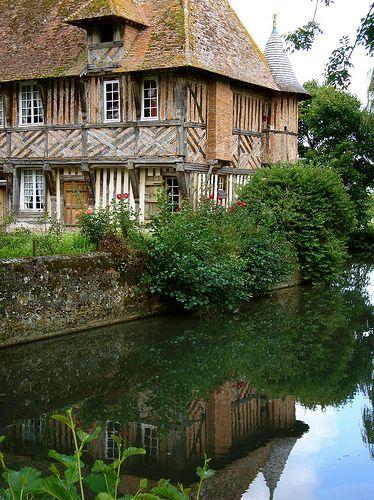 Manoir de coupesarte à coté du Domaine du Martinaa  www.martinaa.fr