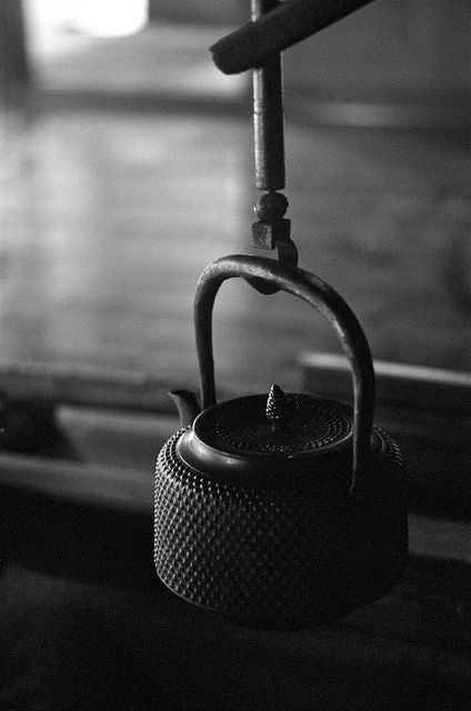 Japanese iron kettle: photo by Nam2@7676, via Flickr