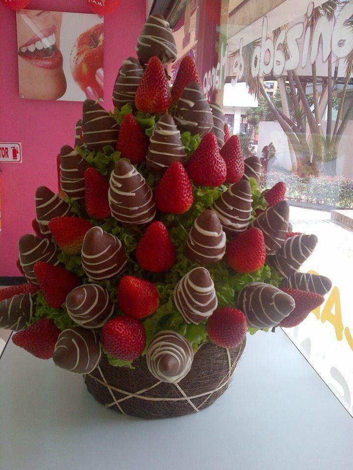 Ramo de fresas con chocolate exquisito