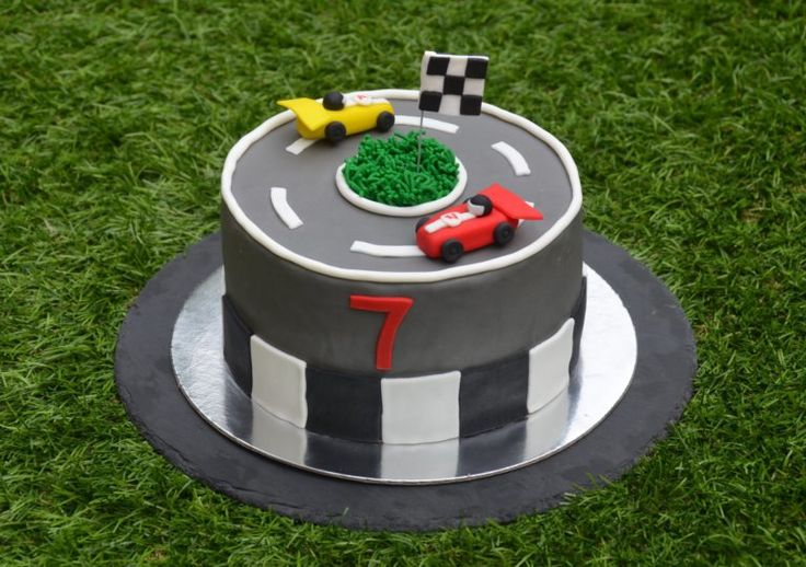 Forma 1 versenyautós torta útmutatóval  Formula 1 racecar cake tutorial