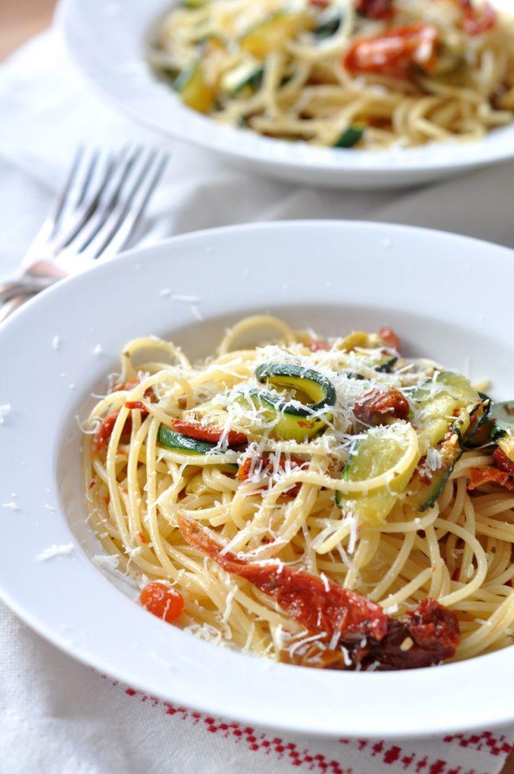 Makaron: cukinia i suszone podmidory  #pasta #restaurant