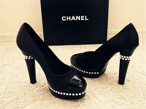 Chanel.Basic Chanel, Chanel Pump, Heels Fashion, Black Chanel, Chanel Shoes, Chanel Heels, Chanel Lust, Chanel Chanel, Basic Black