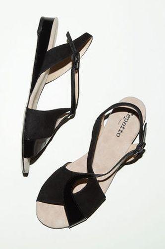 black sandalsSummer Sandals, Everyday Sandals, Repetto Sandals, Black Sandals, Fashion Walks Sandals, Black Repetto, Crosses Straps, Flats Sandals, Straps Sandals