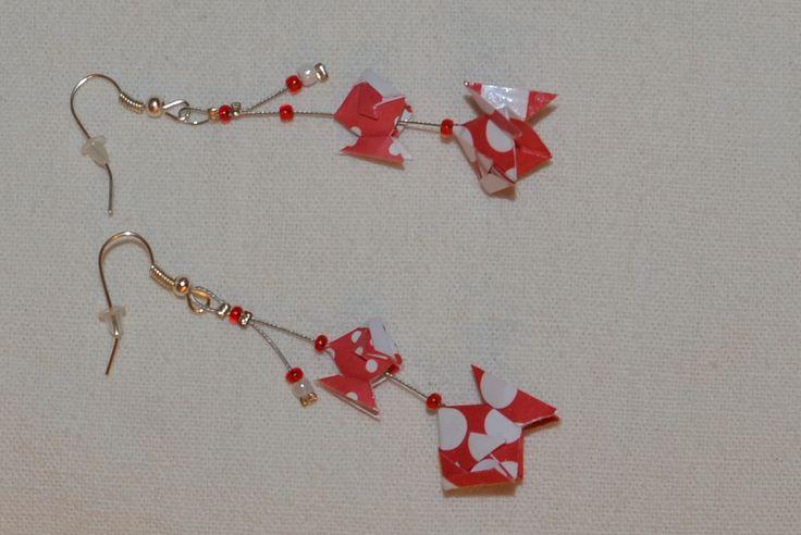 Boucles d'oreilles poissons rouges en origami. Création des petites cocottes. Page face book: https://www.facebook.com/petites.cocottes