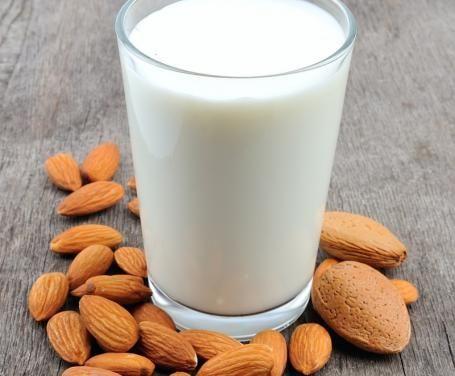 Il latte di mandorle è una bevanda dolce originaria della Sicilia, anche se è frequente ritrovarla in numerose altre regioni d'Italia.
