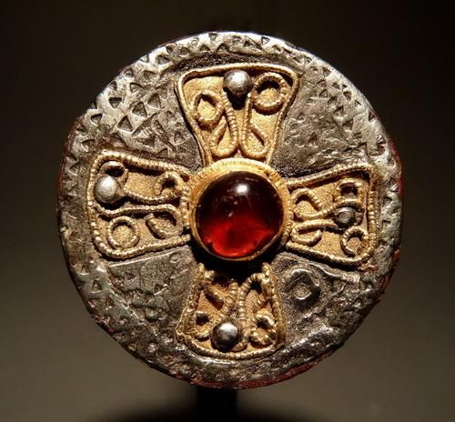 Brooch, Merovingian, late 6th - early 7th century CE, France, Silver, remnants of niello, gold, garnet, diameter: 2.5 cm