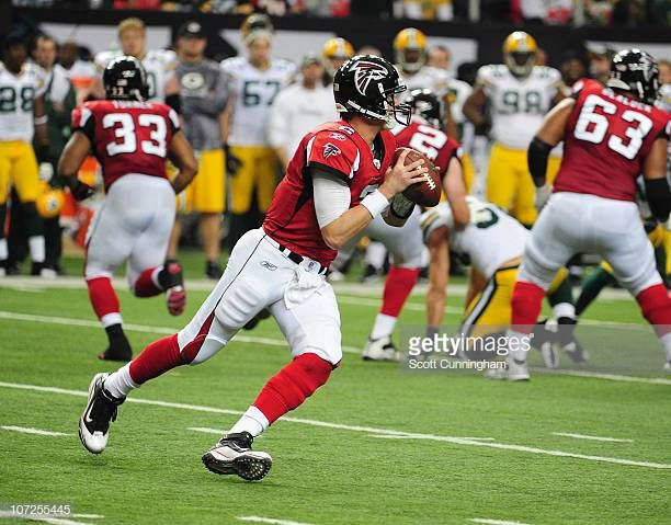 Matt Ryan Of The Atlanta Falcons Passes Against The Green Bay Packers At The Georgia Dome On November 28 2010 In Atlanta Georgia Packers Georgia Dome Falcons