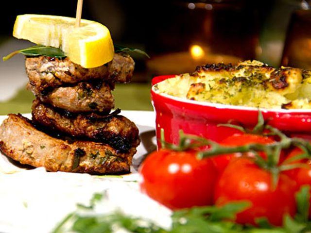 Souvlaki på fläskfilé med stompad potatis och tzatziki (kock Robert - Borås)